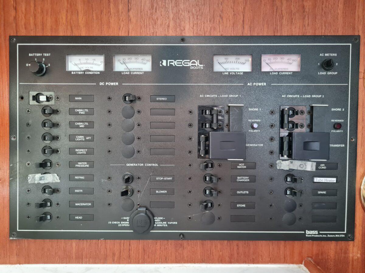 Regal Commodore 320 (23)